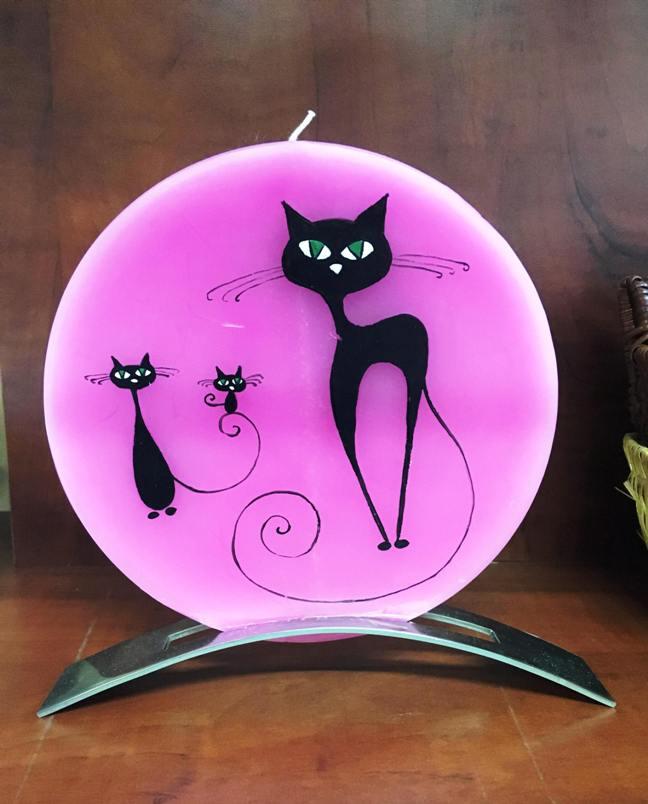 978f38325b23 Růžová plochá svíčka - černé kočky